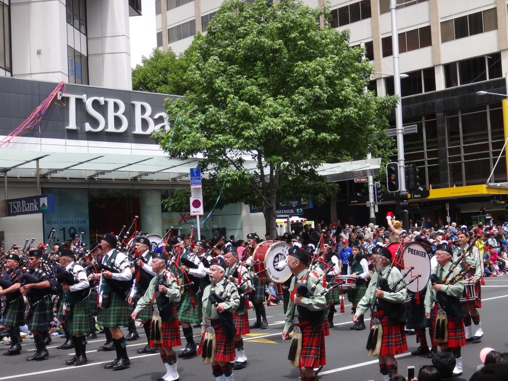 Santa Day Parade - Pukekohe Pipe Band